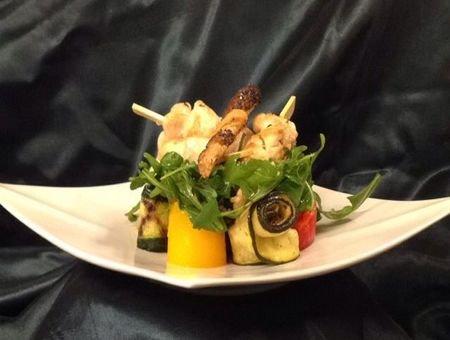 brochettes-volaille-citron-salade-legumes-grilles